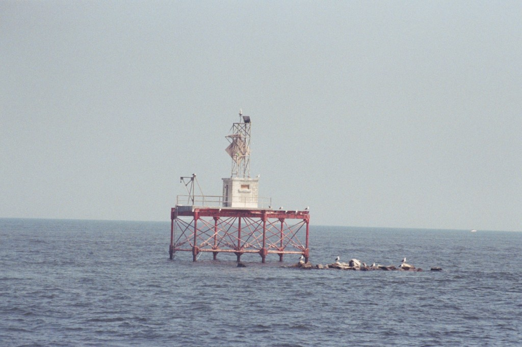 Ragged Point Light warns traffic on the river of a rocky shoal. THE CHESAPEAKE TODAY photo