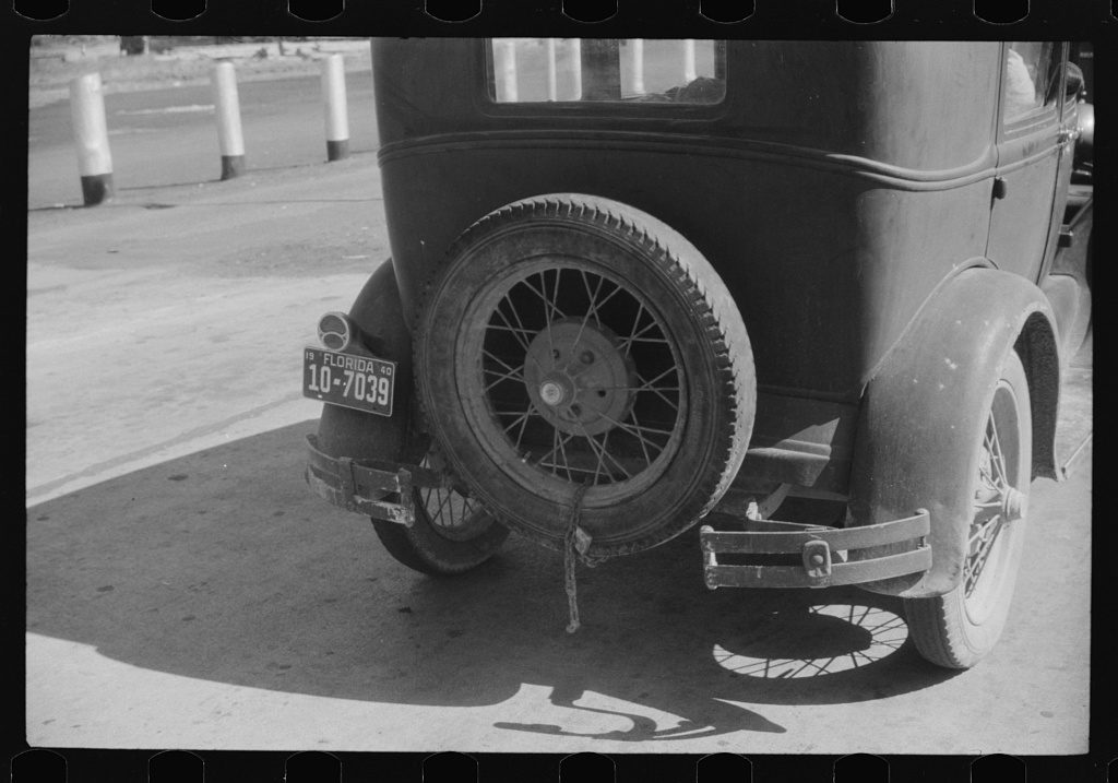 Florida migrant's car at the Norfolk-Cape Charles ferry. Photo by Jack Delano 1940. LoC