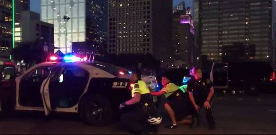 Police respond to sniper at Black Lives Matter protest in Dallas phot Gerry McCarthy Dallas Morning News